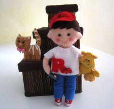 ♥♥♥ E cá está o Raphael, com o doudou hipo que a mana ofereceu e gatinha Nani... by sweetfelt \ ideias em feltro