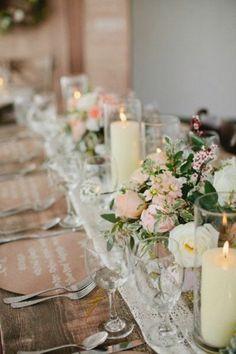 hochzeitstischdeko stumpenkerzen und rosen