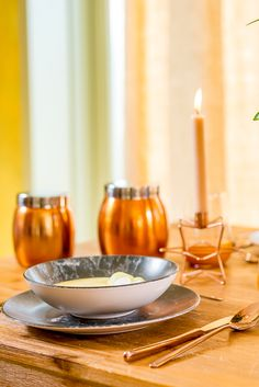 Creează-ți un decor de toamna, perfect pentru un ambient relaxant și primitor. Vino la Nobila Casa și descoperă decorațiunile potrivite pentru un interior modern. Modern, Candles, Interior, Trendy Tree, Indoor, Candy, Interiors, Candle Sticks, Candle