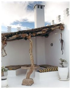 Organischer moderner Lebensraum While ancient inside thought, this pergola has become enduring a modern rebirth Pergola Plans, Diy Pergola, Pergola Kits, Pergola Ideas, Patio Ideas, Wooden Patios, Moroccan Interiors, Roof Architecture, Rooftop Terrace