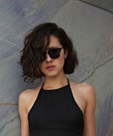 Cut – Source by Short Curly Haircuts, Wavy Bob Hairstyles, Curly Hair Cuts, Short Hair Cuts, Curly Hair Styles, Curly Medium Hair, Hair Inspo, Hair Inspiration, Androgynous Hair