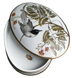 Oval Box with Bird