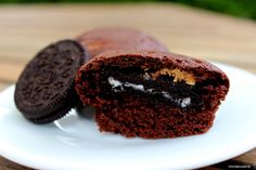 Extraterestriálne muffiny s oreos a arašidovým maslom Oreos, Sweet Recipes, Muffin, Breakfast, Food, Morning Coffee, Eten, Cupcakes, Muffins