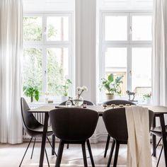 Nu ligger Grevgatan 19 till salu. 2,5 ROK om 59 kvm.  Please double tap and add a friend. #interiordesign#interior#interiör#hemnet#svd#hittahem#booli#blocketbostad#blocket#inredning#interior4all#inredningsdesign#designforeveryone#stockholm#vackrahem#luxaryhomes#decor#heminredning#interior2you#interiorstories.se#interiorforyou#34kvadrat#corneliasinterior#designtointerior#interior_to_inspire#nyahemmet#hoommagazine#exklusivbostad#sthlmrealestate#behrerochpartners