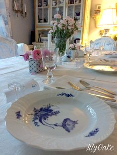 Royal Copenhagen Blue Flowers Curved dinner plate, Elinor Cottage by LilyOake