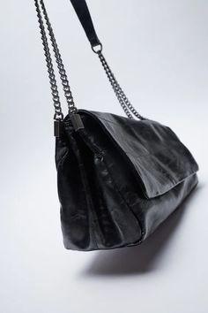 SAC PORTÉ ÉPAULE À RABAT ROCK | ZARA France Black Shoulder Bag, Shoulder Strap, Rock Style, Style Me, Couture, Bucket Bag, Chain, Shoulder Bags, Necklaces