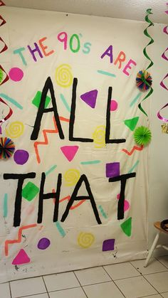 theme Trendy Birthday Surprise At School Photo Booths Ideas theme party backdrop! Go into your nearest fabric store {I went to Jo-Ann's} and find the biggest white cotton fabric available. Of course you can choose whichever color or even a pa. 90th Birthday Parties, 24th Birthday, 21st Birthday Themes, Birthday Ideas, Flamingo Party, 90s Theme Party Decorations, 90s Party Themes, Sorority Party Themes, Party Ideas