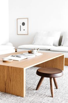 A Japanese Inspired Apartment by Erin Roberts Interiors est living Design Room, Design Lounge, Design Living Room, Living Room Interior, Living Spaces, Japanese Interior Design, Japanese Home Decor, Japanese Table, Minimalist Apartment
