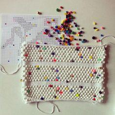 Sunday work bead bonanza #opklhalvotteensøndag #omg #kaffeadlibibarndomshjemmet #genudsendelsermedmogenskomforbi #knit #beadwork #laerkebagger Stitch Patterns, Crochet Patterns, Hama Beads, Knitting Projects, Knit Crochet, Weaving, Textiles, Crafty, Embroidery