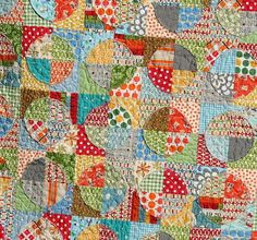 This vibrant quilt combines piecing with raw edge applique for a fun quilt with lots of prints and colors. The Raw Edge Applique Circle Quilt is made by appliqueing circles to squares, quartering the blocks, and re-piecing for a scrambled effect. Quilting Tutorials, Quilting Projects, Quilting Designs, Quilting Ideas, Quilting Patterns, Sewing Projects, Applique Patterns, Fun Projects, Sewing Ideas