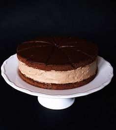 Rigó Jancsi is a traditional Hungarian and Viennese cube-shaped chocolate sponge cake and chocolate cream pastry. Sweet Recipes, Cake Recipes, Simnel Cake, Chocolate Sponge Cake, Seed Cake, Torte Cake, Hungarian Recipes, Hungarian Food, Rum Cake