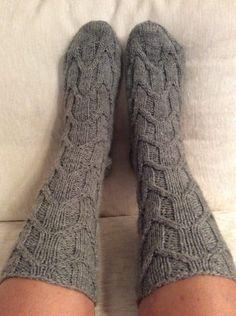 Maunot lähikuva High Socks, Knitting, Diy, Fashion, Moda, Tricot, Bricolage, Fashion Styles, Stockings