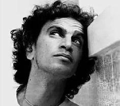 Suspensa em 2004, biografia de Caetano Veloso chega às livrarias - Blog do Galeno