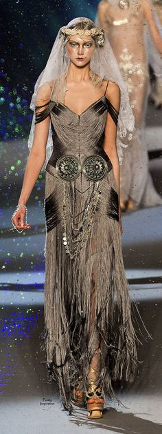 John Galliano FW2009 | Purely Inspiration http://www.style.com/fashion-shows/fall-2009-ready-to-wear/john-galliano/collection