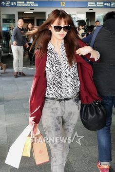 http://okpopgirls.rebzombie.com/wp-content/uploads/2013/03/SNSD-Seohyun-airport-fashion-March-11-07.jpg