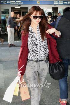 http://okpopgirls.rebzombie.com/wp-content/uploads/2013/03/SNSD-Seohyun-airport-fashion-March-11-07.jpg