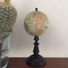 globe terrestre World Globes, Old World, Maps, Cool Stuff, World Maps, Bottle Holders, Scoubidou, Travel, Blue Prints