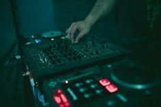 DJ`Madman con hits de Fat Boy Slim en el desfile de VioletaAndCo, faldas de tul y faldas Be´VAC Music Instruments, Audio, Tulle Skirts, Musical Instruments