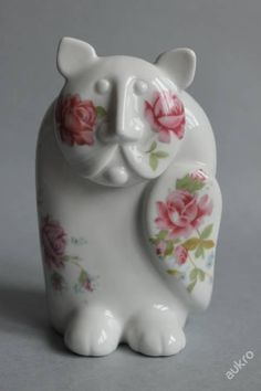 kočka, Royal Dux Czechoslovakia, dekor růže a pomněnky, design Pravoslav Rada