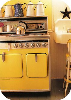 Want: yellow 70s kitchen.