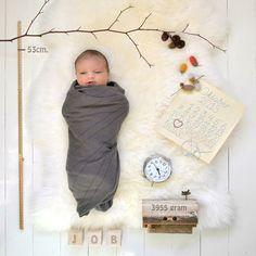 Faire-part de naissance. Mois d'octobre. Jolie lumière. Bonne idée le calendrier inachevé au point de croix.