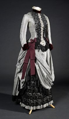 Fripperies and Fobs — Day dress, 1885 From the Museu del Disseny 1880s Fashion, Edwardian Fashion, Vintage Fashion, Victorian Gown, Victorian Costume, Vintage Gowns, Vintage Outfits, Vintage Hats, Moda Medieval