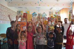Primele donatii de carti in cadrul campaniei ''Cu o carte schimba o viata'' http://blog.worldvision.ro/wp-content/uploads/2013/07/DSC_0549.jpg