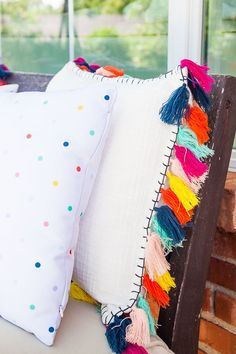 Pencil Shavings Studio outdoor patio update – tassel pillow from Target – www.pe… Pencil Shavings Studio outdoor patio update – tassel pillow from Target – www. Diy Furniture Couch, Diy Outdoor Furniture, Furniture Projects, Colorful Interior Design, Colorful Interiors, Diy Pillows, Decorative Pillows, Colorful Throw Pillows, Outdoor Kitchen Design