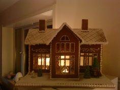 Homemade Gingerbread House, Cardboard Gingerbread House, Gingerbread House Patterns, Cool Gingerbread Houses, Christmas Gingerbread House, Cardboard Houses, Christmas Houses, Gingerbread House Template Printable, Decor Home Living Room