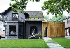 A coat of black paint modernizes the facade of a 1907 villa renovation in Hamburg, Germany. Photo by: Mark Seelen Black Exterior, Exterior Colors, Exterior Paint, Exterior Design, Paint Your House, Eco Friendly House, The Ranch, Traditional House, House Painting