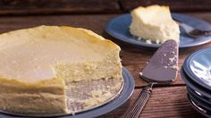 You probably think you have to hit up a restaurant or bakery to get a decent slice of cheesecake, but we're showing you how to make your own right at home.