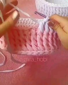 Aprenda croche de modo simples facil e rapido. Croche para iniciantes Increase your income by working crochet in the comfort of your own home. Croche Recipes in Portuguese. Crochet video tutorial step by step Beginner Crochet Tutorial, Crochet Instructions, Crochet Patterns For Beginners, Crochet Basics, Crochet Stitches, How To Crochet For Beginners, Crochet Bag Tutorials, Learn To Crochet, Diy Crochet
