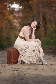 I found an old suitcase in Mom's garage.  I should start using it for shoots.  :)