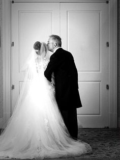 A good luck kiss before the ceremony at Disney's Wedding Pavilion. Photo: Jacob, Disney Fine Art Photography