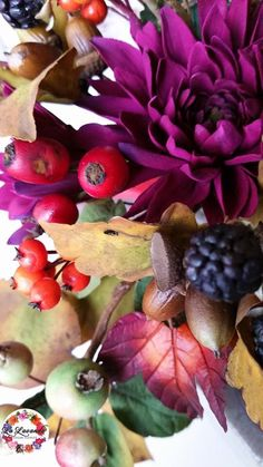 La Lavande Sugar Florist | Autumn in my garden.  Brambles, crab apples, garden chyanthums, then acorns, berries, poppy seed pods and leaves gold and red.