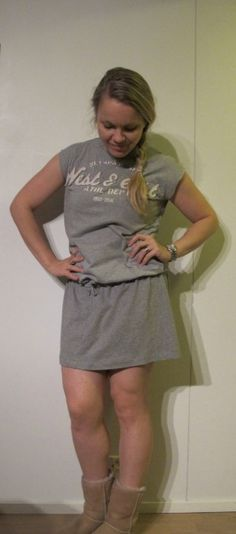 DIY Dress of upcycled men's t-shirt and leggings. Instructions in English and Finnish on the blog post