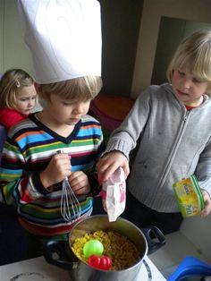 koken met pasta Pasta, Restaurant, Education, School, Food, Early Education, Autumn Theme, Blogging, Diner Restaurant