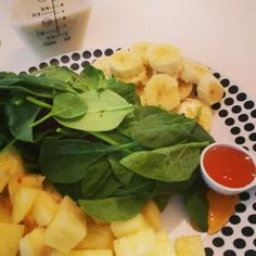 Day 3... 30 day green juice challenge   1 banana 2 cups spinach 1 cup pineapple 1/2 cup almond milk  1 tbsp honey  #greenjuice