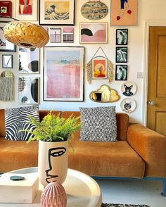 If you are looking for Bohemian Living Room Design Ideas, You come to the right place. Below are the Bohemian Living Room Design Ideas. Boho Living Room Decor, Home Living Room, Living Room Designs, Bohemian Living, Retro Living Rooms, Modern Living, Cozy Eclectic Living Room, Bohemian Apartment Decor, Modern Bohemian Decor
