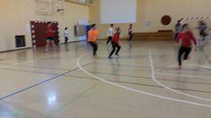 Jugando a pillar Basketball Court, Sports, Motors, Games, Sport
