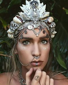 Yes, Mermaid Crowns with sea shells on them is just taking the world, actually the girl world by storm!! No? You have to believe me, all the girls around the Globe are just going bananas!!!! Even women couldn't resist the pull that they are proposing!! All thanks to Chelsea Shiels, who is a 27 years …