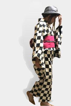 【着物コーディネート】 白黒市松着物×ペタンコパンプス×ハット ピンクの帯が映えすぎるのでハットは大人しめのグレーでコーディネートしてみました。 http://www.chuins.jp #着物 #コーディネート #パンプス