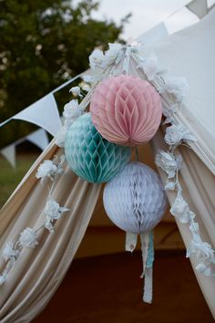 Dont forget to create a little tented area with toys for kids if your wedding is outside this summer