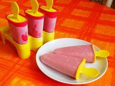 Dužinu melónu rozmixujeme.Pridáme vanilkový cukor a smotanu a premiešame.Nalejeme do formičiek na nanuky a dáme do mrazničky zmraziť. Gelato, Plastic Cutting Board, Goodies, Frozen, Ice Cream, Cheese, Food, Sweet Like Candy, No Churn Ice Cream