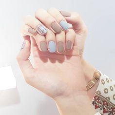 Semi-permanent varnish, false nails, patches: which manicure to choose? - My Nails Cute Nails, Pretty Nails, Nail Art Designs, Split Nails, Nails Polish, Minimalist Nails, Artificial Nails, Nail Manicure, Swag Nails