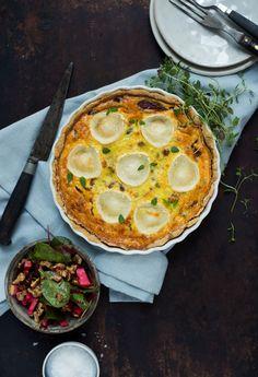Opskrift: Tærte med karamelliserede rødløg og gedeost | Frk. Kræsen