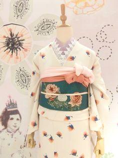 So cute kimono. Traditional Kimono, Traditional Fashion, Traditional Dresses, Yukata Kimono, Kimono Dress, Harajuku Fashion, Japan Fashion, Modern Kimono, Wedding Kimono