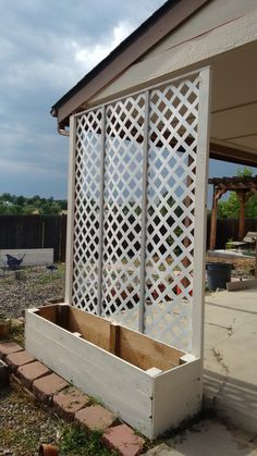Lattice privacy screen planter - - I like my neighbor, but I don't want to see him every day when I step out of my backyard. I knew I wanted a lattice privacy screen so I could grow a climbing vine that will give me a natural …. Backyard Planters, Backyard Pergola, Backyard Ideas, Pergola Kits, Patio Wall, Pergola Ideas, Deck Trellis Ideas, Private Patio Ideas, Side Yards