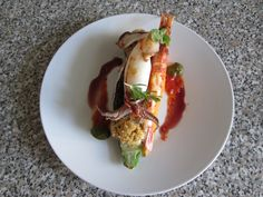 JHS / Calamaro e gambero grigliati su zucchina funghi ripieni e radicchio ,salse  di pesto  di basilico ,al vino rosso e pomodoro Gino D'Aquino