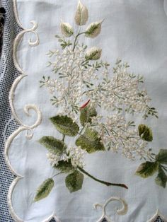 """FAB Early VTG~Antique 24"""" Scalloped Edge Royal Society Silk Embroidered Cloth"""